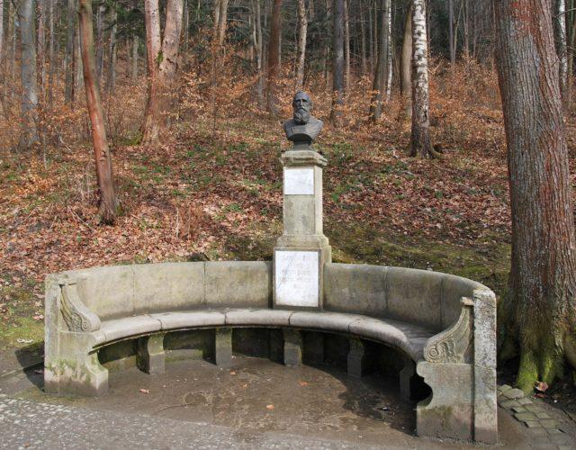 Ławeczka Kraszewskiego w Krynicy Zdroju
